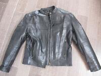 Manteau moto en cuir avec padding jamais porté