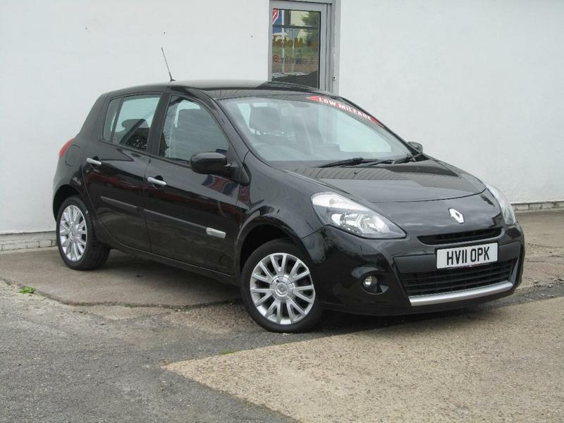 renault clio 1 2 tce dynamique tomtom 5 door black 2011 in chesterfield derbyshire gumtree. Black Bedroom Furniture Sets. Home Design Ideas