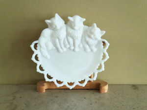 ANTIQUE 3 Kittens Milk Glass Plate