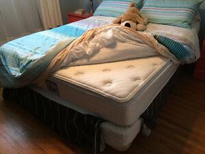 Queen size mattress/ Matelas Queen