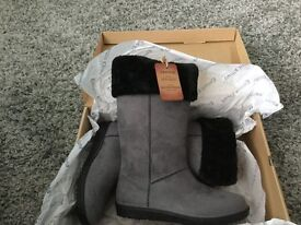 Waterproof fur lined ladies boots only tried on NEW