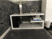 WHITE GLOSS LED SIDETABLE AND COFFEE TABLE