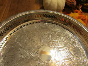 "Vintage Silver-Plated Round Decorative Serving Tray 12 ¼"" Kitchener / Waterloo Kitchener Area image 3"