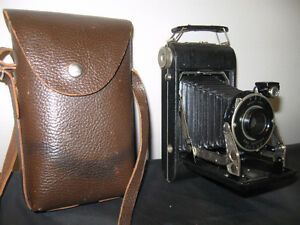 VERY NICE  OLD KODAK VIGILANT JUNIOR SIX-20 FOLDING CAMERA
