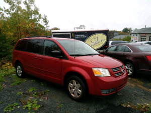 2008 GRAND CARAVAN STOW & GO.  ONE OWNER