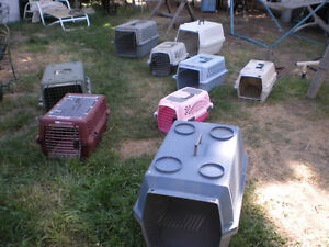 Pet Carriers+Cages; Plastic+Metal