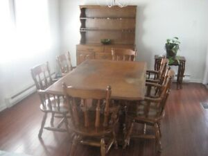 Dining room table and 6 captain chairs