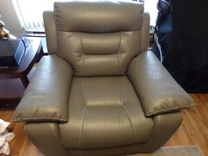 BEAUTIFUL BRAND NEW  POWER RECLINER , GREY IN COLOUR