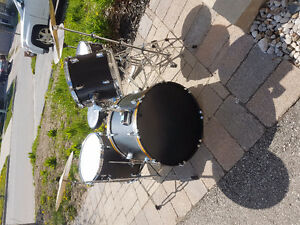 Drum Kit with cymbals