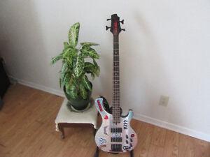 Rockin Cort Bass