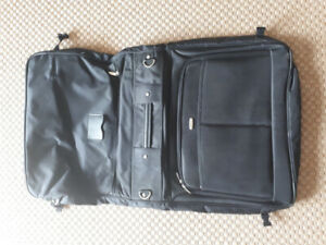 Hanging luggage.  Great condition.