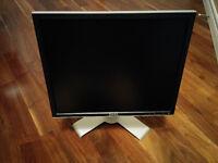 Dell UltraSharp 19 inch monitor, MINT condition
