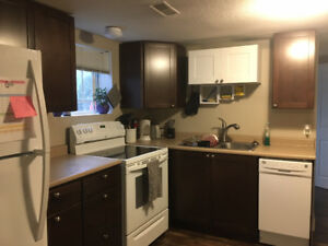 BOTTOM HALF OF HOUSE FOR RENT - SFU STUDENTS!!!
