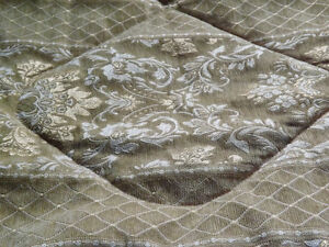 BEADSPREAD WITH SHAMS AND BED SKIRT