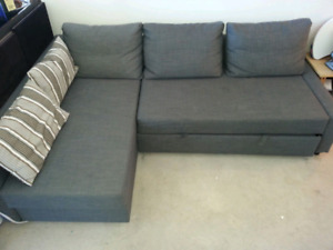 SectionalL-shaped couch with storage & pull-out bed