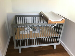 Oeuf Sparrow Crib with Conversion Kit & Changing station