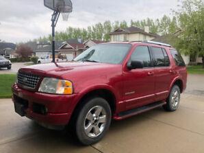 2005 Ford Explorer V8 - $4250