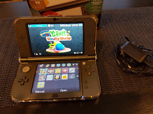 Barely used New 3DS XL & Sky3DS+ & AC adapter
