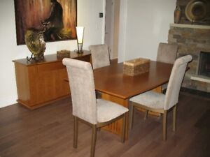 Cognac Maple Dining Table/Buffet/4 Parson Chairs