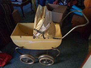 Antique dolls carriage., see pictures.
