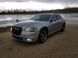 "2016 Chrysler 300S/20""/leather/Beats/sunroof/Financing"