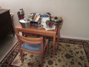 Expandable Oak Kitchen Table and 4 Matching Chairs