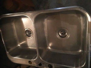 Double sink with faucet and sprayer in excellent condition