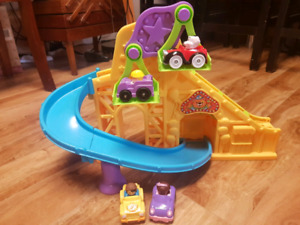 Ittle people wheelies roller coaster with 4 cars