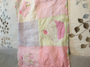 Gorgeous twin size Cupcake Quilt