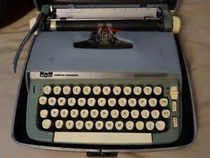 SCM Smith Corona Super Sterling Typewriter / Machine à écrire.