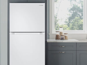CHRISTMAS TIME - GREATS DISCOUNTS -24 TO 33 REFRIGERATORS WHITE
