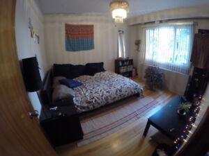 Chambre meublée `a louer pour femme /1Oct/Villeray-St.Michel