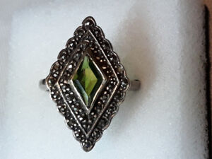 Costume Jewellery ring Silver with Green stone