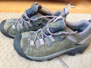 Women's Size 7 KEEN Hiking Shoes - Worn Once