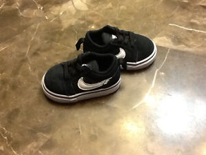 Brand new/never worn Nike runners