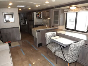 2016 Winnebago Sunova 33C - Triple Slideout - Driftwood Interior London Ontario image 3