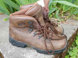 WOMENS LEATHER HIKING BOOTS