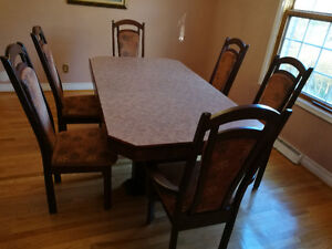 Table de cuisine familiale avec 6 chaises - Family kitchen table West Island Greater Montréal image 1