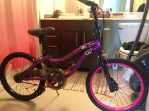 "Monster High Bike with 20"" (50.8 cm) tires and an 11"" (28 cm) st"