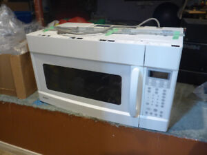 Microwave Oven - Over the Range c/w Exhaust Fan
