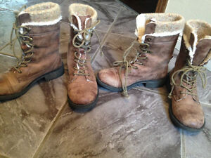 2 pairs of Roxy Boots