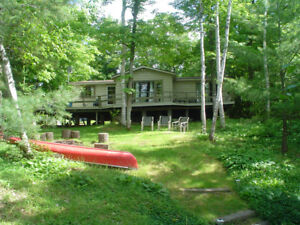 Beautiful 3 bedroom Lakefront private cottage near Parry Sound