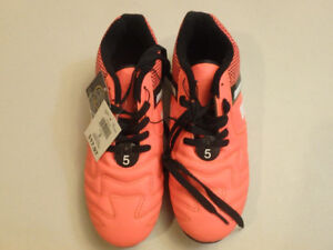 Soccer Cleats Outdoor Brand New Youth Size 5