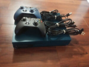 Limited Edition XBOX ONE S 500GB W/2 Controllers