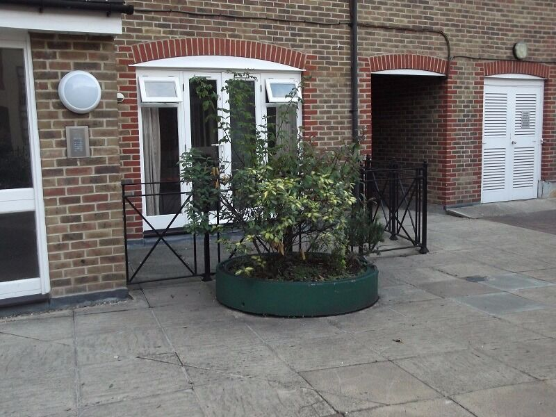West London Acton 2 bed in a purpose built flat in quite corner