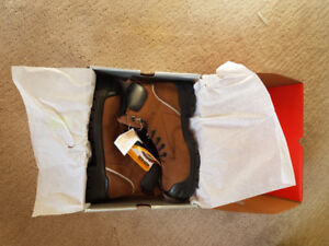 BRAND NEW IN BOX Safety Shoe, Shock Absorber, Steel Toe