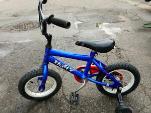 Kids bike 12-in with training wheels.
