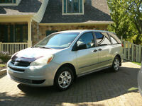 2004 Toyota Sienna CE Camionnette