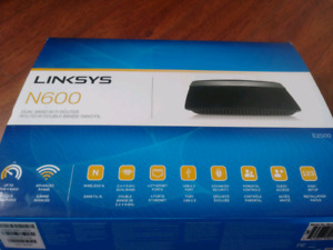 LINKSYS INTERNET + WI-FI ROUTER