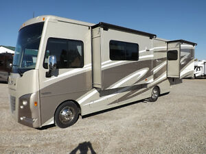 2017 Winnebago Sunstar LX 30T - 3 Slideouts, Full Body Paint London Ontario image 2